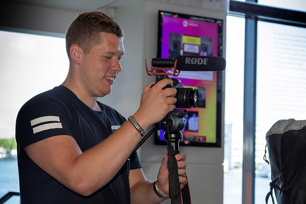 Videograaf Jesper voor bedrijfsvideo's. Photocredits Jolanda Fisser